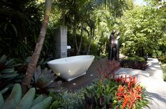add a standalone bathtub to the private patio Hot Bathroom Trends: Freestanding Bathtubs Bring Property The Spa Retreat interior design Outdoor Bathtub, Outdoor Bathrooms, Outdoor Showers, Garden Bathroom, Garden Shower, Balinese Bathroom, Jungle Bathroom, Garden Tub, Balinese Garden