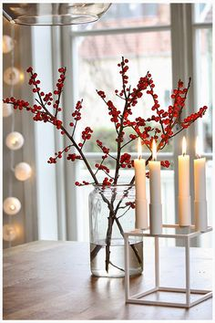 A minimal look for a modern thanksgiving. A minimal look for a modern thanksgiving. Decoration Christmas, Noel Christmas, Decoration Table, Rustic Christmas, Xmas Decorations, Winter Christmas, Christmas Candles, Christmas Design, Christmas Flowers