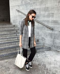 """489 Likes, 8 Comments - POLIENNE BLOG @pielaunio (@paulienriemis) on Instagram: """"Grey on grey on grey #ootd"""""""