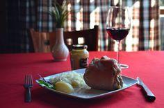 """Para todos aquellos que son de buen apetito, les recomendamos el """"Chamorro estilo Suizo"""", altamente recomendable  #ElSaborDeLaExperiencia"""
