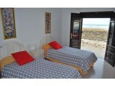 Famara Beach Bungalow - 1 Bed Bungalow for rent in Famara Lanzarote sleeps up to 3 from £250 / €300 a week