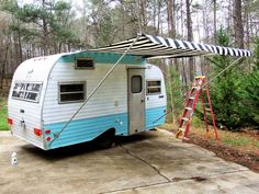 10 DIY Camper Awning Ideas To Save A Lot of Money Vintage Campers Trailers, Retro Campers, Vintage Caravans, Rv Campers, Camper Trailers, Happy Campers, Motorhome, Scotty Camper, Trailer Awning