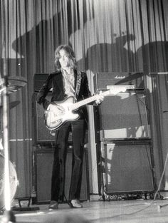 Eric on a Telecaster Cream Eric Clapton, Guitar Guy, Tears In Heaven, Steve Winwood, The Yardbirds, Best Guitar Players, Edm Girls, Blind Faith, Twist And Shout