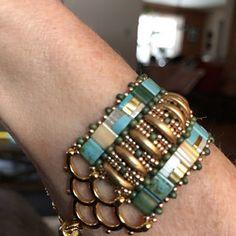 Chevron Bracelet, O Beads, Bracelet Tutorial, Beading Patterns, Color Mixing, Mosaic, Weaving, Beaded Bracelets, Band