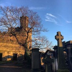 #throwback in #scotland : walking across #oldcaltonburialground to #caltonhill at #edinburgh  @pauline_giuliano ❤ #cemetery #castle #scottish #highlands #highlander #landscape #lochness #ilovescotland #sunnyday #nature #sunnyday #travel #traveladdict #tourist #travelpics #travellife #travelgram #globetrotter #igtravel #intothewild #instatravel #outlander #braveheart #williamwallace #dugaldstewartmonument