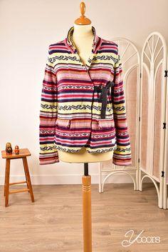 ODD MOLLY vest, maat L (3) (Y161375) -- Aangeboden door yooors.nl ---- Vrolijk gekleurd katoenen Odd Molly vest. Het vestje sluit met een lint.