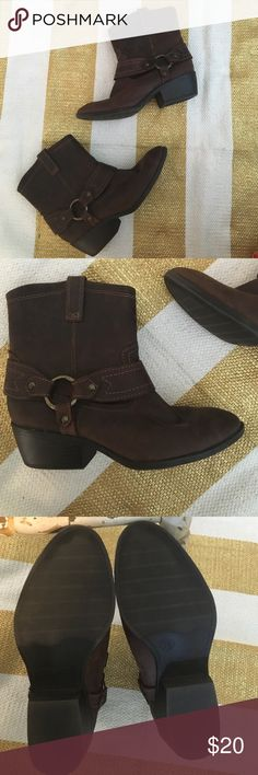 Brown Ankle Booties BNWOT Brown Ankle Booties so cute! Show no signs of wear! Perfect for Fall! Shoes Ankle Boots & Booties