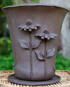 Pottery Pots, Ceramic Pottery, Ceramic Art, Pottery Ideas, Pottery Sculpture, Sculpture Clay, Pottery Lessons, Pottery Handbuilding, Pottery Painting Designs