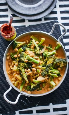 Kiknerne-parsakaalicurry | Maku Vegetarian Recepies, Veggie Recipes, I Love Food, Good Food, Yummy Food, Veggie Dinner, Meal Planning, Curry, Food Porn
