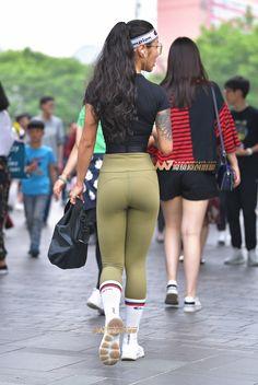 Girls In Leggings, Tight Leggings, Cute Athletic Outfits, Look Legging, Scuba Girl, Beautiful Asian Women, Leggings Fashion, Girl Pictures, Asian Woman