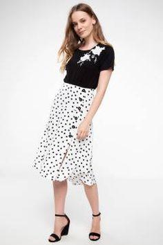 #دامن طرح دار #دفاکتو Midi Skirt, Skirts, Fashion, Moda, Midi Skirts, Fashion Styles, Skirt, Fashion Illustrations