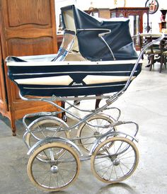 Vintage Baby Stroller// I have a photo of me at a few months old in one just like this.