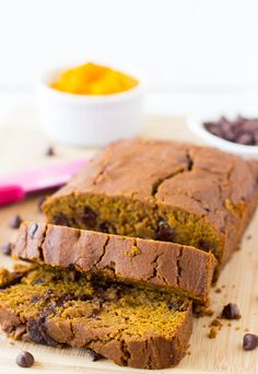 Vegan Pumpkin Chocolate Chip Bread is made with delicious homemade pumpkin puree, refined sugar free, vegan and gluten free! This bread is soft, decadent AND healthy! #pumpkin #chocolate #glutenfree #vegan #healthy #pumpkinchocolatechip