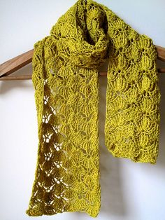 Wasabi Squeeze Scarf by Raveler, One Flew Over. a quick crochet project using the ANGEL crochet Scarf pattern by Amanda Perkins. Poncho Crochet, Bonnet Crochet, Knit Or Crochet, Crochet Scarves, Crochet Crafts, Crochet Clothes, Crochet Stitches, Free Crochet, Crocheted Scarf