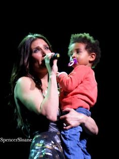 Idina on stage with son Walker. Idina Menzel Son, Frozen Film, Hot Couples, Queen Elsa, Best Husband, Hello Beautiful, Alter Ego, Best Actress, Musical Theatre
