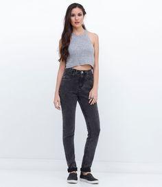 Calça feminina  Modelo skinny  Efeito marmorizado  Marca: Blue Steel  Tecido: Jeans  Composição: 70% Algodão; 28% Poliéster; 2% Elastano  Modelo veste tamanho: 36       Medidas da Modelo:     Altura: 1,72  Busto: 82  Cintura: 59  Quadril: 89       COLEÇÃO INVERNO 2016     Veja outras opções de    calças femininas.            Calça Jeans Feminina - Skinny     A calça skinny é um modelo que caiu no gosto de todas as mulheres, afinal, ela fica bem em todos os tipos de corpos e combina com…
