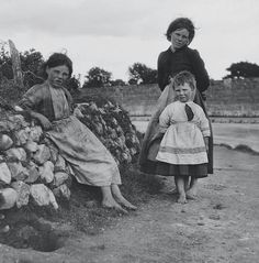Children in Galway 1930 Irish English, Old Irish, Irish Drinks, Scotland History, Irish People, Irish Girls, Irish Blessing, Old Photos, Historian