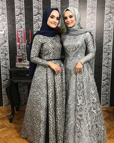 Let me see the memory of the engagement of the bride on my wedding day saatler Style Evening Dresses Tesettür Tunik Modelleri 2020 Hijab Prom Dress, Hijab Evening Dress, Hijab Style Dress, Muslim Wedding Dresses, Muslim Dress, Evening Dresses, Modern Hijab Fashion, Abaya Fashion, Muslim Fashion