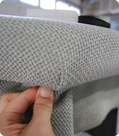 DIY tufted headboard..... SO doing this! @Ali Velez Velez Burke - is this what you want to do? So cute