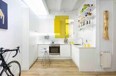 01-cozinha-pequena-amarelo-branco