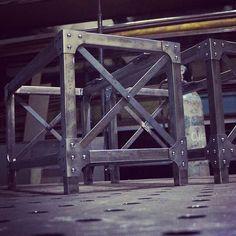 Парочка столиков для друзей из @tik_buk - уже готовы. А для всех неравнодушных к заклёпочкам готовы изготовить подобные под заказ в Москве или с доставкой по России. #лофт #loft #стеллаж #заклёпки #индустриальныйстиль #мебельлофт #лофтинтерьер #designloft #bookshelf #industrialbookshelf #industrialshelving #loftfurniture #industrial #rivets