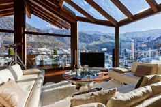 Explore the chalet Zermatt Peak one of the finest ski chalet in Zermatt. Mountain Exposure offers luxury chalets, apartments, hotels in Zermatt, Switzerland. Contact us to experience the ski chalet holidays in Zermatt with us. Chalet Interior, Interior Exterior, Interior Architecture, Beautiful Architecture, Room Interior, Interior Livingroom, Apartment Interior, Chalet Zermatt, Ski Chalet