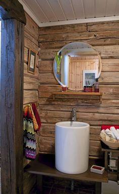 Wood wall and ceramic tall sink. Rustic Charm, Rustic Decor, Cabin Design, Solid Wood Furniture, Wood Wall, Toilet Paper, Interior Architecture, Sink, Cottage