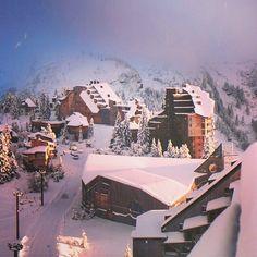 #avoriaz #sunrise #mountains #snow #love #skiing #snowboarding #chalet #skijobs #coolskijobs