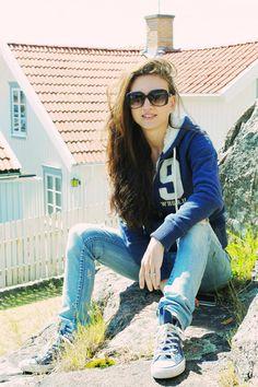 Camilla Läckberg en Fjällbacka (pueblo costero que se encuentra a medio camino entre Oslo y Gotemburgo. http://pinceladasdeliteratura.blogspot.com.es/2012/10/camilla-lackberg.html
