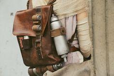 Backpack details of my Rey cosplay~:) Rey Star Wars, Star Wars Art, Jedi Cosplay, Star Wars Planets, Star Wars Outfits, Star Wars Costumes, Star Wars Pictures, Star War 3, Clone Wars