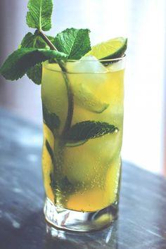 Aperitivo leggero estivo poco alcolico, cocktail elegante per aperitivo