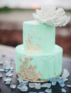 Or frost your cake with sea foam colored icing. | 27 Ocean-Themed Wedding Ideas For People That Love Mermaids