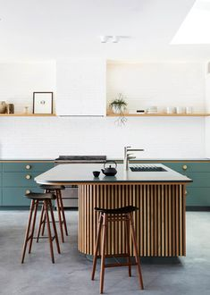 Green is the colour du jour en-decor for many interior designers and design enthusiasts, and with good reason. these 11 envy-inducing kitchens employ shades of green to stunning effect.