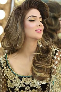 Attractive Saree Hairstyles, Wedding Hairstyles, Pakistani Wedding Dresses, Pakistani  Bride Hairstyle, Beauty Zone, Big Curly Hair, Bridal Beauty, Hair Designs,  ...