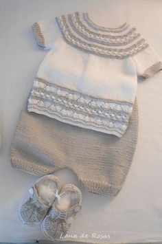 This Pin was discovered by Mon Baby Knitting Patterns, Knitting Blogs, Knitting For Kids, Crochet Baby Jacket, Crochet Baby Hats, Baby Girl Cardigans, Baby Sweaters, Baby Jessica, Gifts For Newborn Girl