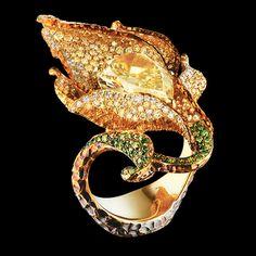 Lily Ring 18K yellow gold 1 yellow diamond 5,54 ct 143 diamonds 0,89 ct 344 canary diamonds 2,20 ct 66 green diamonds 0,34 ct