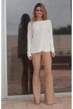 Hoje o Blog traz looks pra te ajudar na hora de usar a Calça Flare Bandagem, que é a queridinha do momento. Vem dar uma olhada!