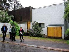 Fachada da rua  in http://media.culturemap.com/crop/1f/fa/633x475/Finland_Aalto_House_photo_by_Larry_Lander.jpg