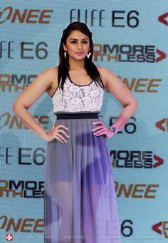 Bollywood Actress Hot Photos, Indian Bollywood Actress, Beautiful Bollywood Actress, Most Beautiful Indian Actress, Bollywood Celebrities, Indian Actresses, Sonam Kapoor, Deepika Padukone, Sonakshi Sinha
