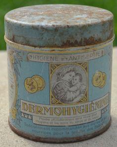 Ancienne boite tole litho DERMOHYGIENINE poudre toilette bébé maman nourrice Tin Cans, Antique Boxes, Vintage Tins, Tin Boxes, Vintage Beauty, Coffee Cans, Latte, Beauty Products, Canning