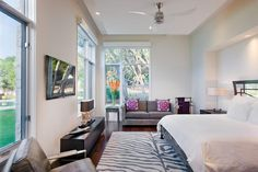 This is Beautiful Bedroom Glass Windows Item of Beautiful Home Design Austin Texas Usa. This Balcano Home is located in Austin, Texas, America, Photos courtesy and details by James D. Adorable Home Design ideas Austin Texas, Austin Homes, Home Ceiling, Modern Ceiling, Ceiling Fan, Ceiling Ideas, Spacious Living Room, Living Room Modern, Architecture Design