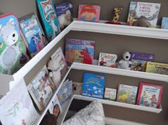 Rain gutters as book holders, or craft item holders (punches would be great) Rain Gutter Shelves, Gutter Bookshelf, Corner Bookshelves, Diy Storage Projects, Easy Diy Projects, Diy Gutters, Big Girl Rooms, Kids Rooms, Toddler Rooms