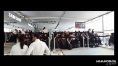 #MWC2016 suite... Samsung prend toujours soin des clients d'Apple et va jusqu'à distribuer des coussins et des couvertures dans les longues queues des clients/adeptes Apple qui patientent devant les boutiques Apple Store lors des lancements produits…