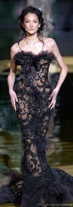 See the entire collection from the Elie Saab Spring 2006 Haute Couture runway show. Couture Fashion, Runway Fashion, Fashion Show, Fashion Design, Woman Fashion, Paris Fashion, Fashion Trends, Beautiful Gowns, Beautiful Outfits