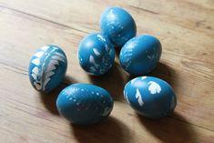 Naturally dyed eggs | botanical blueprint eggs | reading my tea leaves