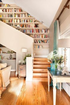 Interior stairs and creative ideas to integrate bookstores.- Innentreppen und kreative Ideen, um Buchhandlungen zu integrieren Design House 2018 interior stairs and creative ideas to integrate bookstores room - Style At Home, Staircase Bookshelf, Bookshelf Plans, Floor To Ceiling Bookshelves, Simple Bookshelf, Unique Bookshelves, Bookshelf Wall, Open Staircase, Spiral Staircases