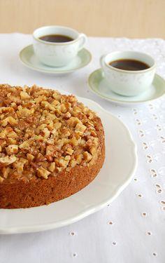 Banana walnut cake (with quinua flour) / Bolo de banana e nozes (com farinha de quinua) by Patricia Scarpin, via Flickr