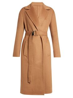 Let's face it: Camel is the colour that makes everything look way more expensive. We've got outfit ideas and what to buy right now. Beige Coat, Camel Coat, Designer Trench Coats, Calvin Klein, Cool Coats, How To Make Clothes, Classic Outfits, Classic Clothes, Coat Dress