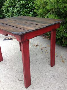 Beyond The Picket Fence Pallet Table.