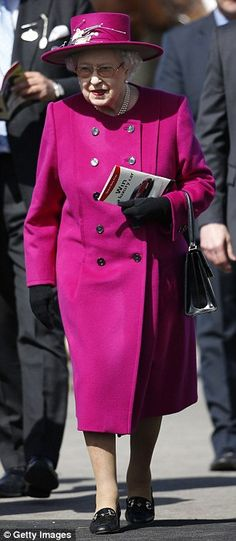 The Queen's horse finishes second at the Newbury races |17 Apr 2015 Daily Mail Online